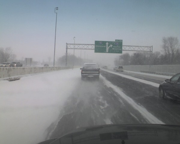 Traffic slow as I leave my morning appt in Columbus OH. Snow ... on TwitPic