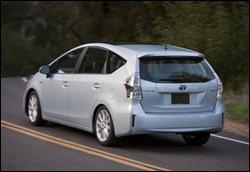Toyota-Prius-V-4