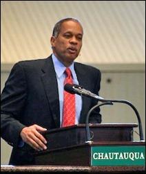 Juan_Williams_speaking_at_Chautauqua