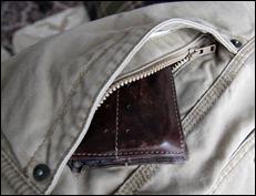 eddiebauer_zipperpocket