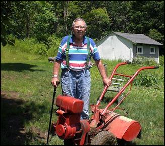 DadH_Gardening2009