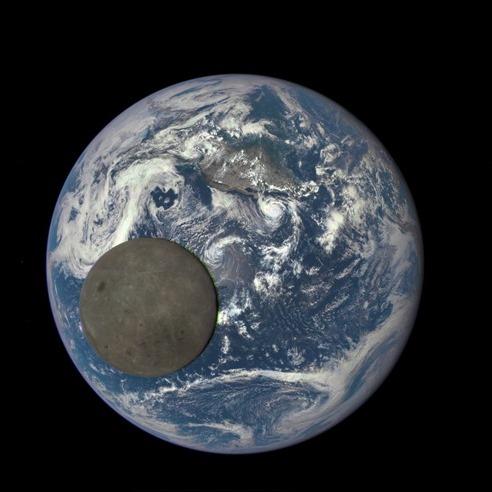 moonbetweencamearth
