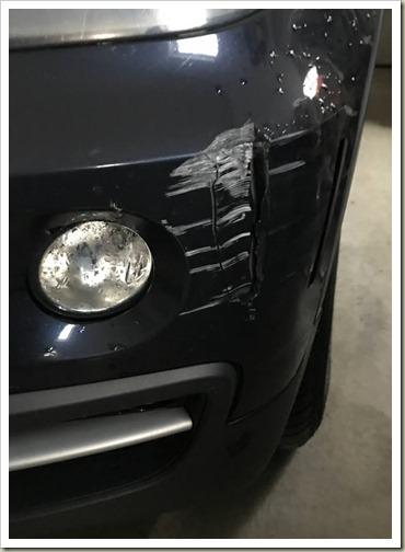 BMW_X35d_BumperVSBricks1901