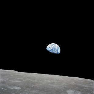 1280px-NASA-Apollo8-Dec24-Earthrise