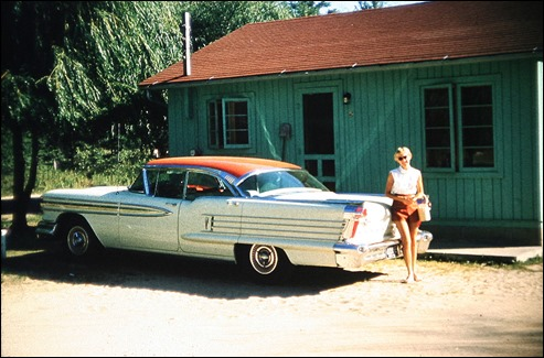 1958OldsmobileHoliday98_MomC_TawasMI