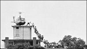 LastHelicopterLeavesSaigon1975
